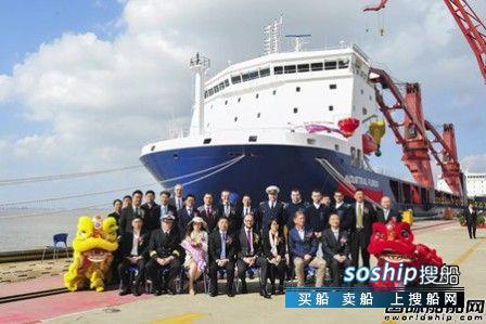 """沪东中华13000吨重吊船""""工业融合""""号"""