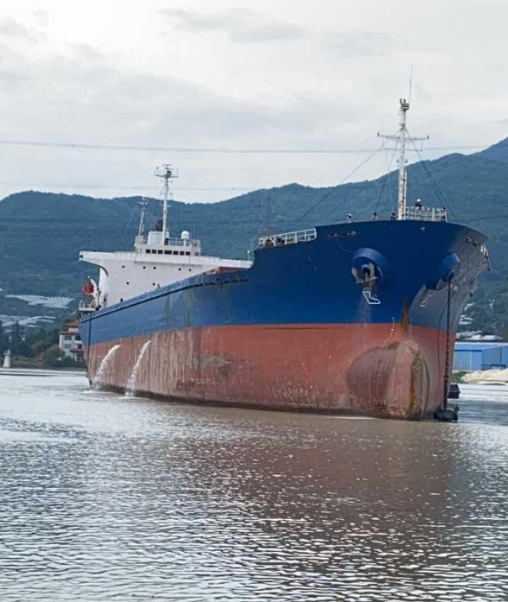 28000吨货船